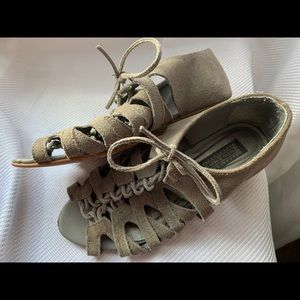 UO Deena & Ozzy Strappy Sandals Leather Size 6